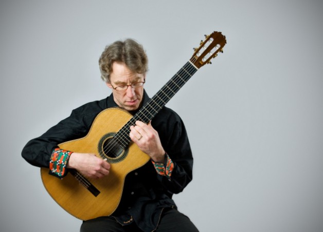 Guitarist Eliot Fisk impresses with his uncanny ability to convey Bach's polyphony